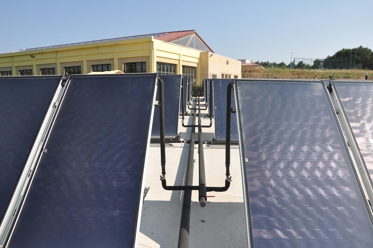 Con il solare termico la piscina abbatte i costi gt il - Costi manutenzione piscina ...