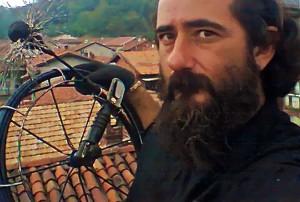 IMPARA L'ARTE.... Paolo Defilippi è un ingegnere che ha deciso di diventare spazzacamino e fumista: alla passione per il lavoro manuale somma il fascino di poter osservare le città dall'alto.