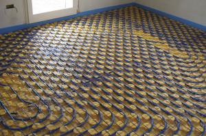 Particolare dell'installazione del sistema a pavimento Cover.