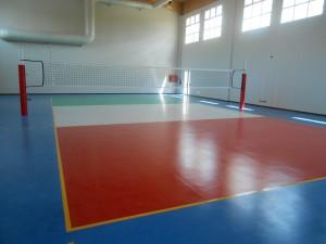 LA PALESTRA DI FONTEVIVO, realizzata in località Ponte Taro (PR) è una struttura polivalente che comprende un campo da gioco polifunzionale per basket, pallavolo e calcetto, una sala polifunzionale e un ulteriore campo da pallavolo.