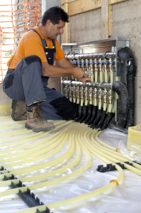 L'impianto è allacciato a un collettore di tipo industriale provvisto di 11 attacchi; esso è posizionato in una nicchia e viene installato facilmente con le staffe di supporto.