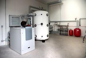 LA POMPA DI CALORE. È stata scelta una AQUATOP T-H con potenza termica di 44 kW, raggiunge temperature di mandata particolarmente elevate.