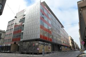 UN ESEMPIO DI RECUPERO EDILIZIO. Il palazzo EX ENEL, progettato nel 1957 dagli architetti Vittorio Chiaia e Massimo Napolitano, è stato oggetto di riqualificazione da parte del Comune. I lavori sono stati eseguiti dall'Impresa Garibaldi srl - Costruzioni e Restauri (Bari).