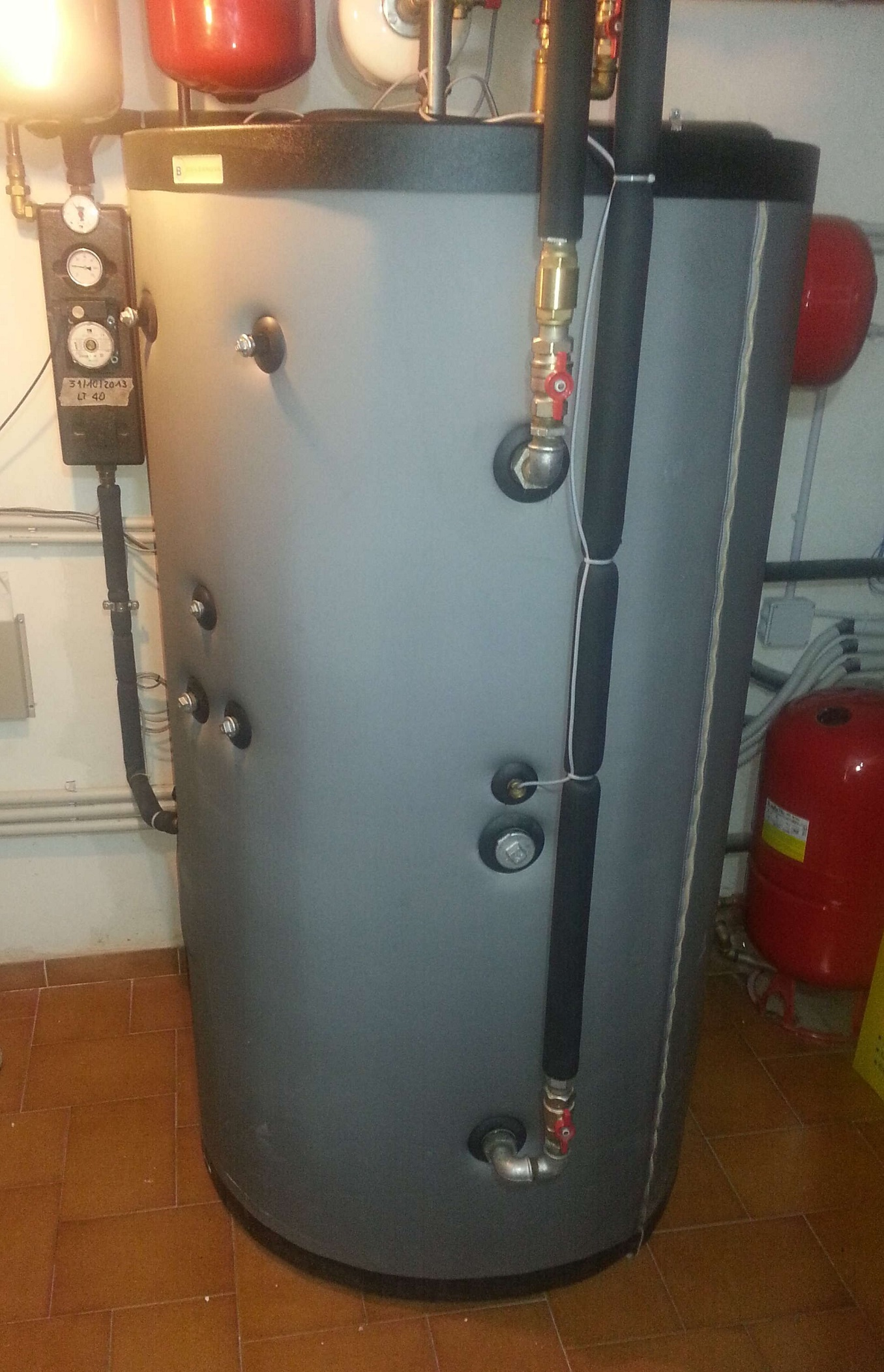 Dopo il retrofit l 39 edificio consuma quasi zero energia gt il giornale del termoidraulico for Riscaldatore di acqua calda del cpvc