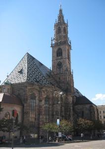 IL DUOMO di Bolzano, dedicato a santa Maria Assunta, è la chiesa più importante della città di Bolzano e concattedrale della diocesi di Bolzano-Bressanone.