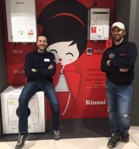 Luca Rondelli (a destra), Titolare di HYDRO HOUSE di Seveso (MB). A sinistra il rivenditore Simone Solagni, proprietario di Miar.