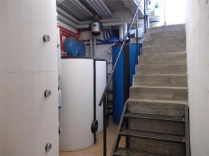 IL LOCALE CALDAIE con i puffer e i bollitori e stato costruito successivamente alla posa degli elementi dell'impianti.