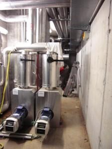 I 3 GRUPPI di pressurizzazione Lowara GHV20 per la fornitura d'acqua dotati di 2 pompe a velocità variabile e controllore Hydrovar incontrano il fabbisogno idrico fino al 18° piano dell'edificio.