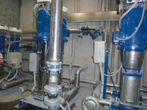 AL LIVELLO -2 dell'edificio sono stati adibiti due locali pompe per ospitare i sistemi di pompaggio Lowara FHS, elettropompe centrifughe dotate di inverter e motore normalizzato, che alimentano l'area residenziale e l'area commerciale.