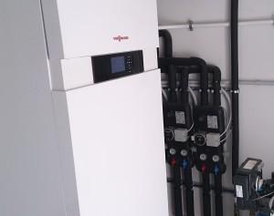 PRIMA VILLETTA: l'impianto è composto da caldaia a condensazione e collettori solari termici.