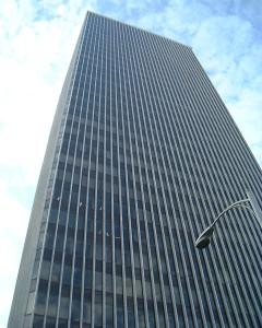 """WESTIN BUILDING. Questo grattacielo di 34 piani è stato realizzato nel 1981 ed è un importantissimo hub delle telecomunicazioni (Seattle Internet Exchange) per i paesi del Pacifico nord-occidentale. Il 19esimo piano è interamente occupato da numerose """"meet me rooms"""" completamente cablate. (FotoWAFWOT)"""