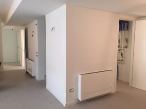 I TERMINALI. Due dei tre radiatori Aquarea Air PAW-AAIR-900 installati all'interno dell'edificio.